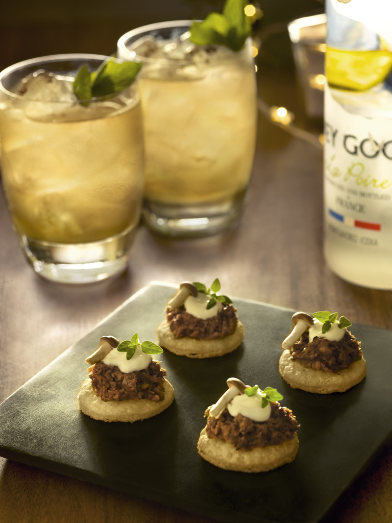 Mushroom Pa¦éte¦ü Bites paired with GREY GOOSE Punch Aux Pommes